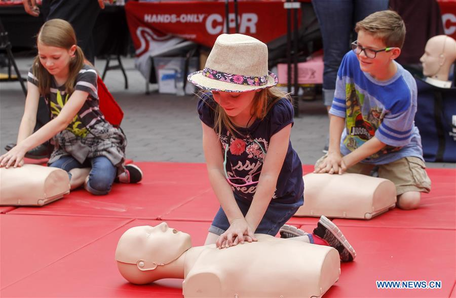 U.S.-LOS ANGELES-SIDEWALK CPR DAY