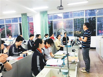 More overseas Chinese return to China for college education