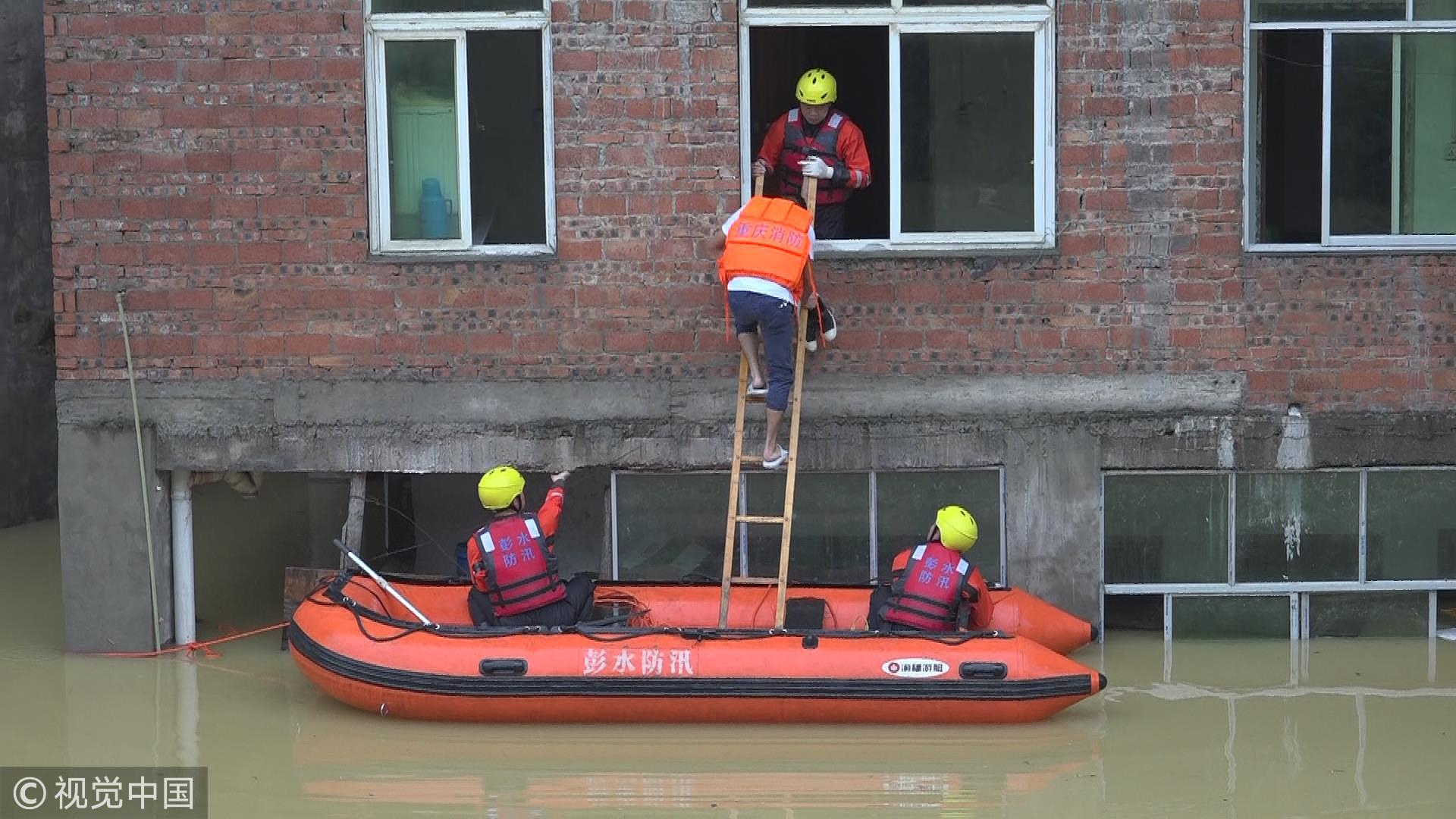 China's firefighters use raft to relocate people stranded by rainstorm