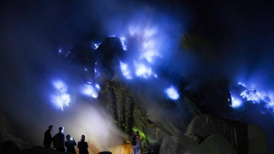 'Blue flames' spewing out of volcano in Indonesia stun travelers