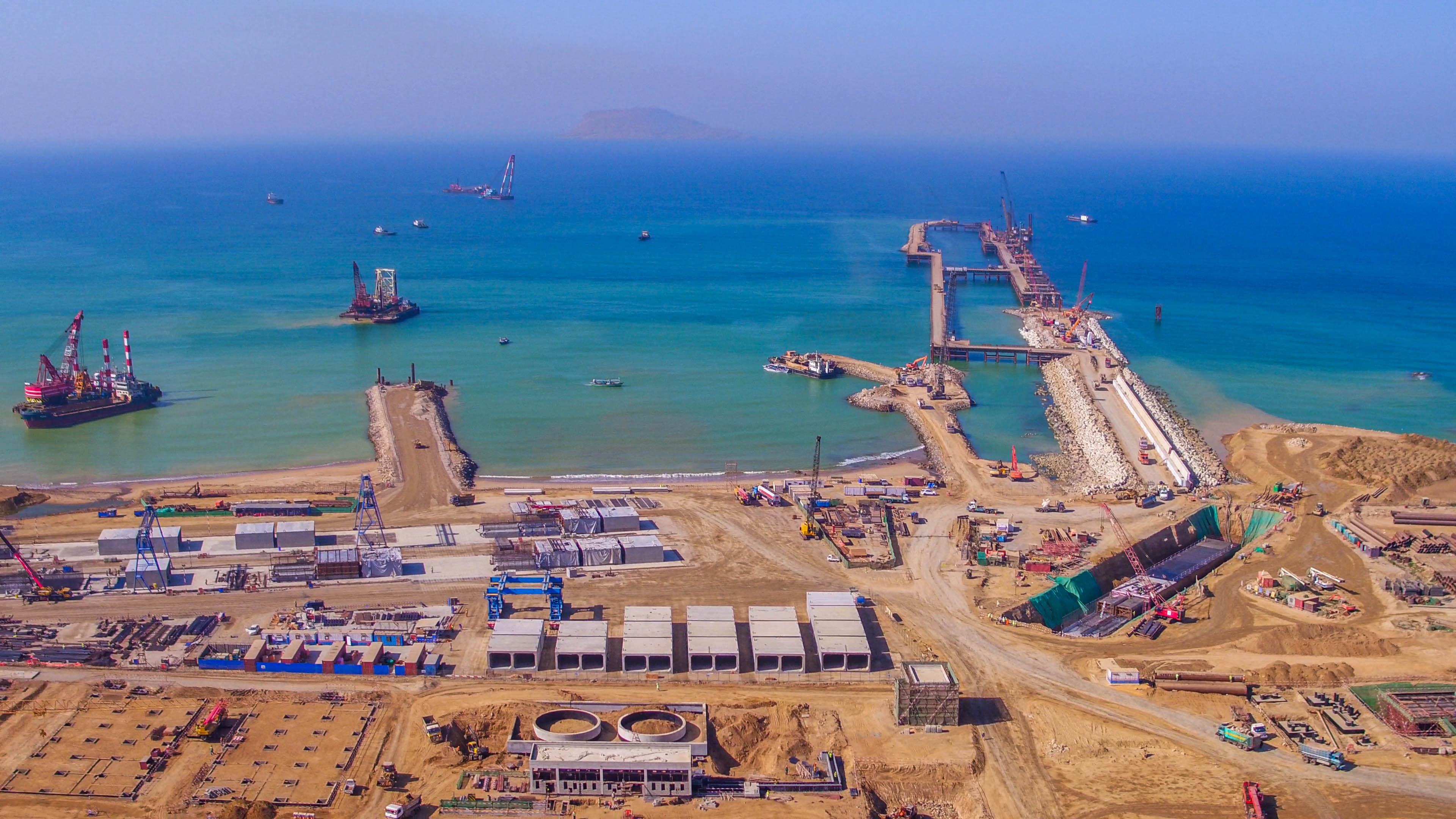 The photo shows Hub coal-fired power plant project that is under construction in Pakistan's southwestern province of Balochistan. [Photo courtesy of State Power Investment Corporation]