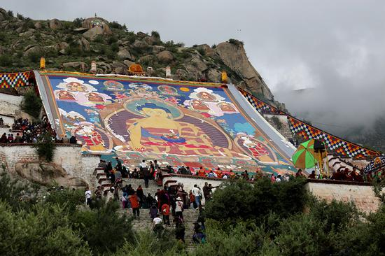 Annual Tibet festival starts with thangka