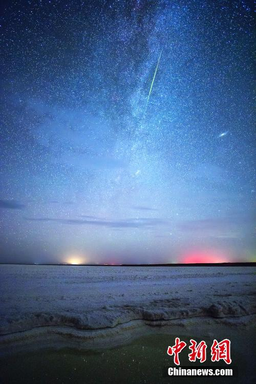 Amazing scenery of Perseus meteor shower in NW China's Qinghai