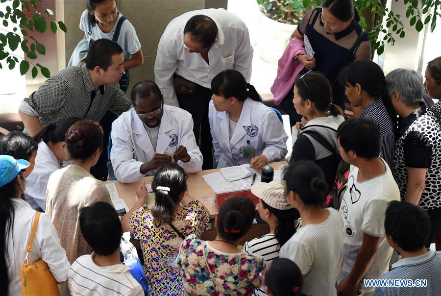 Malian doctor of traditional Chinese medicine helps villagers in China's Yunnan