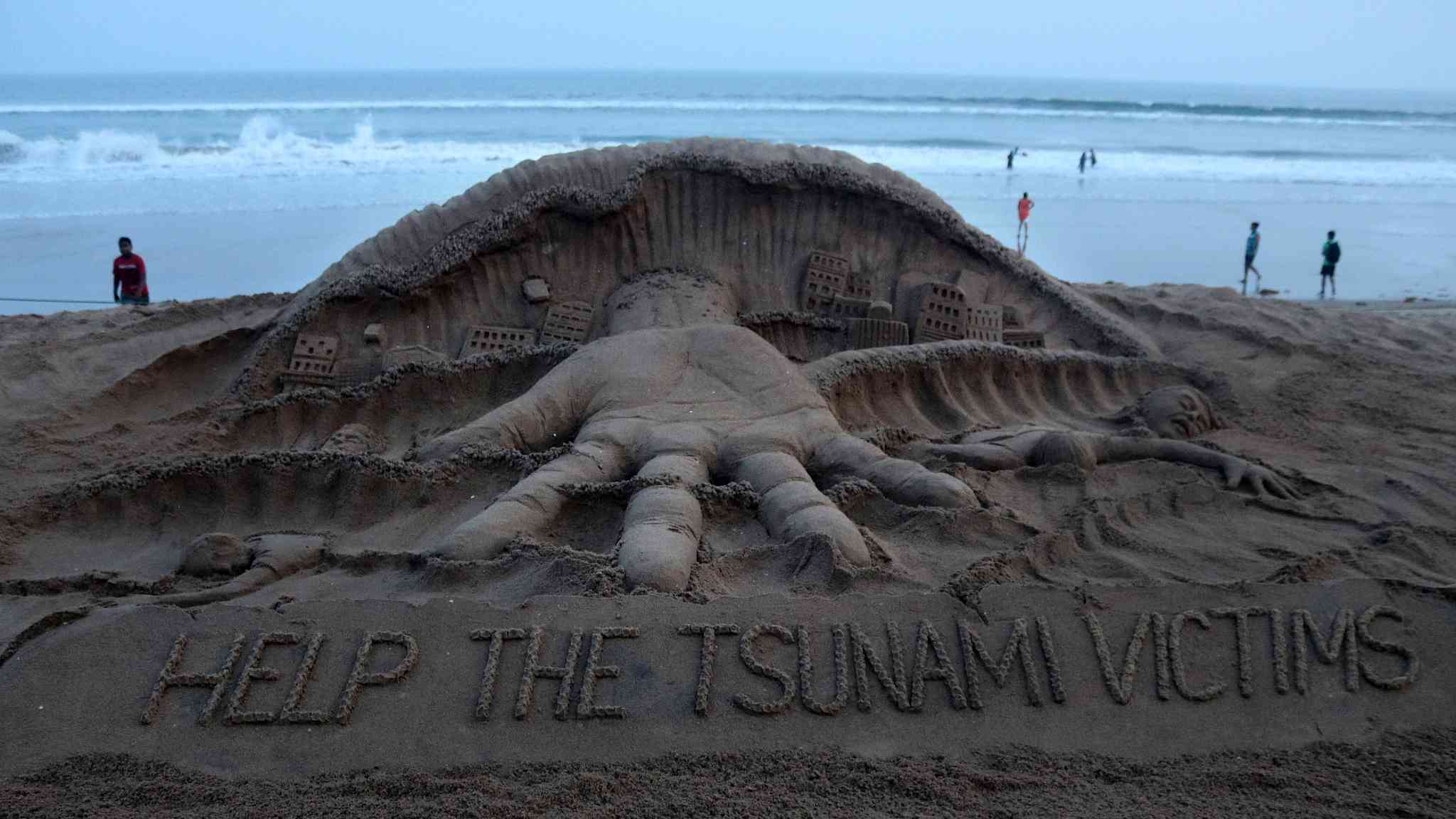 Indian artist creates sand sculpture to help Indonesia's tsunami victims