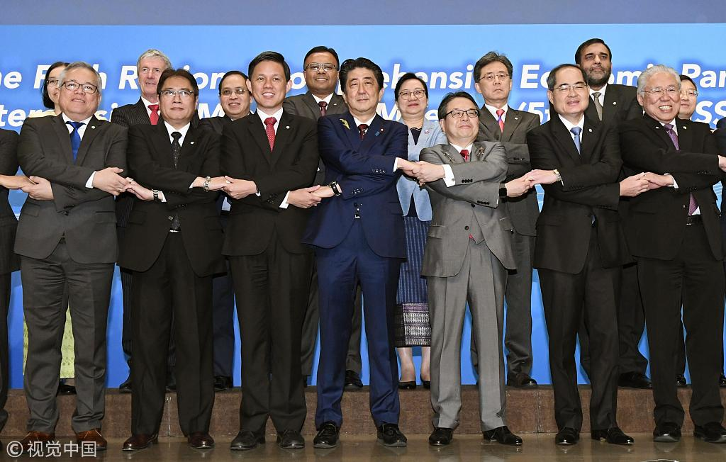 Japanese Prime Minister Shinzo Abe (C) poses with representatives from other Asia-Pacific countries in Tokyo on July 1, 2018, at a ministerial meeting to negotiate the Regional Comprehensive Economic Partnership trade deal. [Photo: Kyodo News via Getty Images]