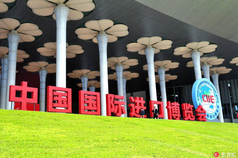 View of flowery decorations on display at the National Exhibition and Convention Center (Shanghai) ahead of the China International Import Expo (CIIC) in Shanghai, China, 20 October 2018. [Photo: IC]