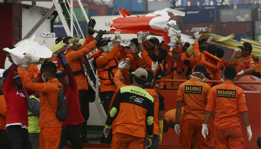 Recovery teams unload pieces of wreckage from the Lion Air jet that crashed into Java Sea at Tanjung Priok Port in Jakarta, Indonesia, Saturday, Nov. 3, 2018. New details about the crashed aircraft previous flight have cast more doubt on the Indonesian airline's claim to have fixed technical problems as hundreds of personnel searched the sea a fifth day Friday for victims and the plane's fuselage. [Photo: AP]