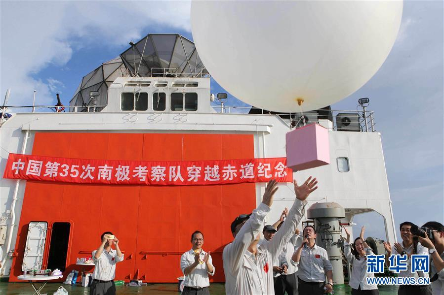 Xuelong crosses into Southern Hemisphere on polar expedition