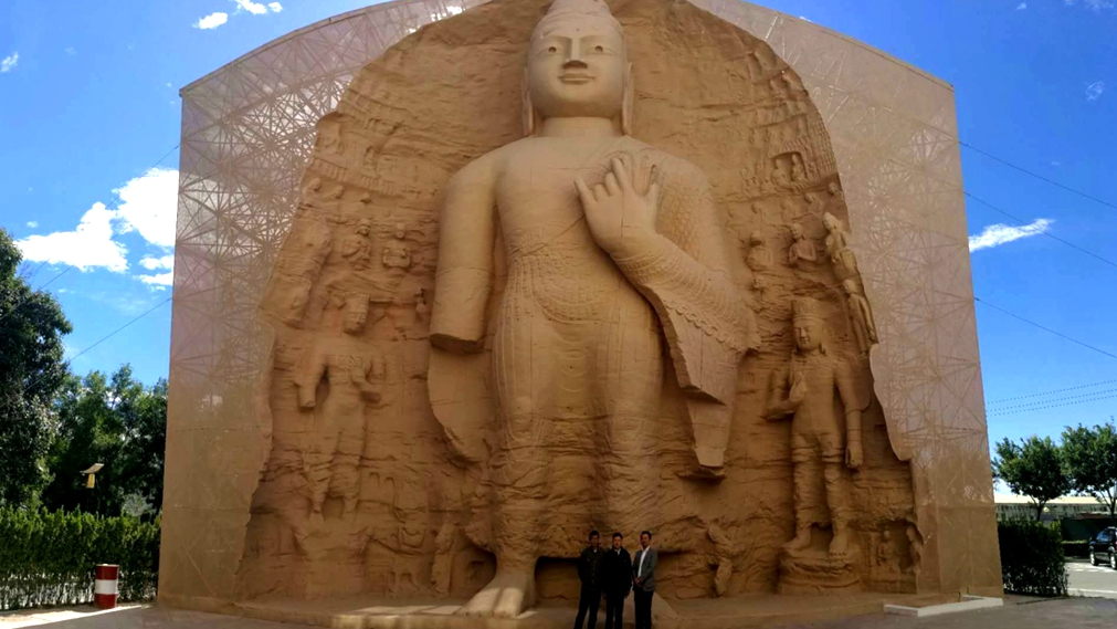 The replica of a Buddhist statue from the Yungang Grottoes stands on the campus of Beijing University of Civil Engineering and Architecture. [Photo:CGTN]