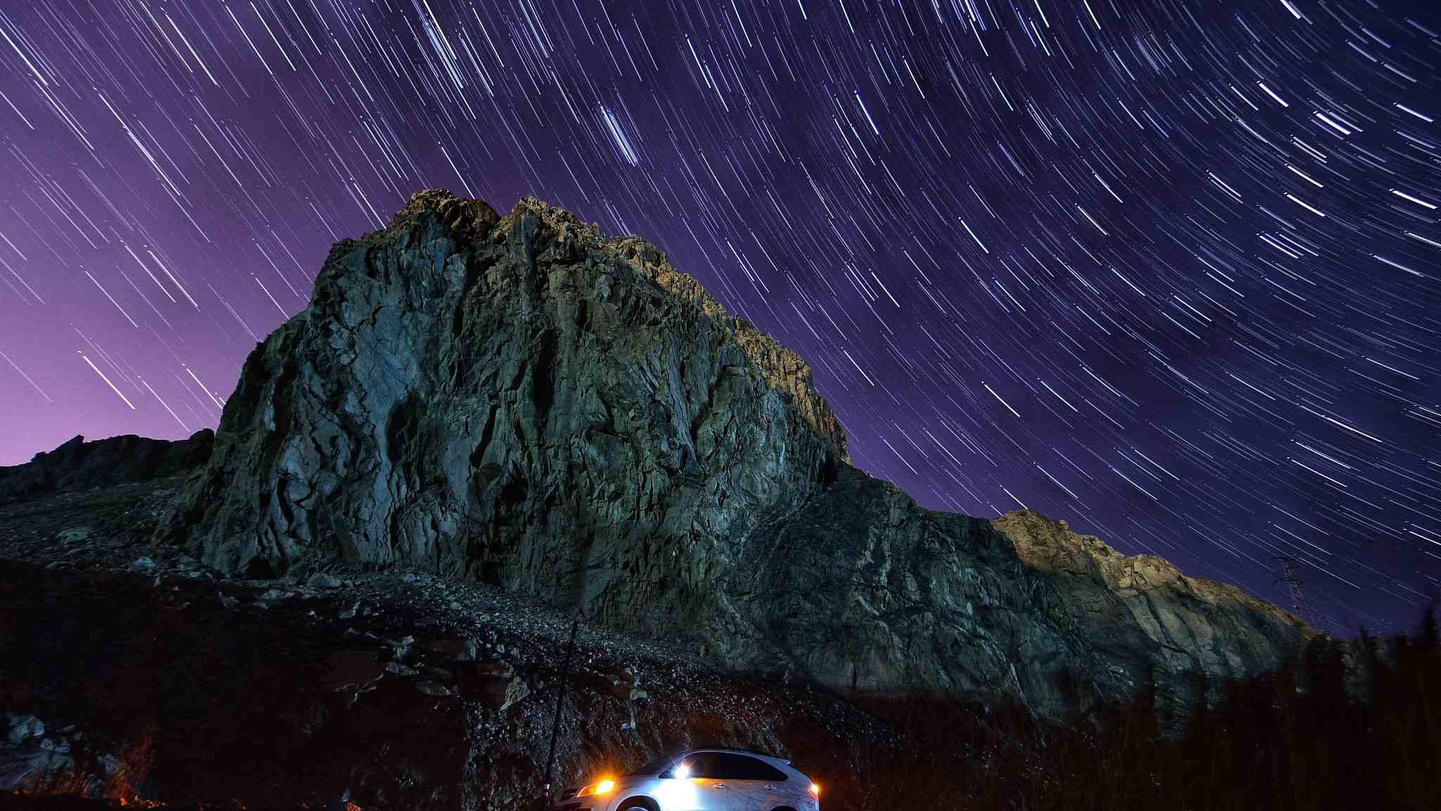 Leonid meteor shower lights up the sky in NW China