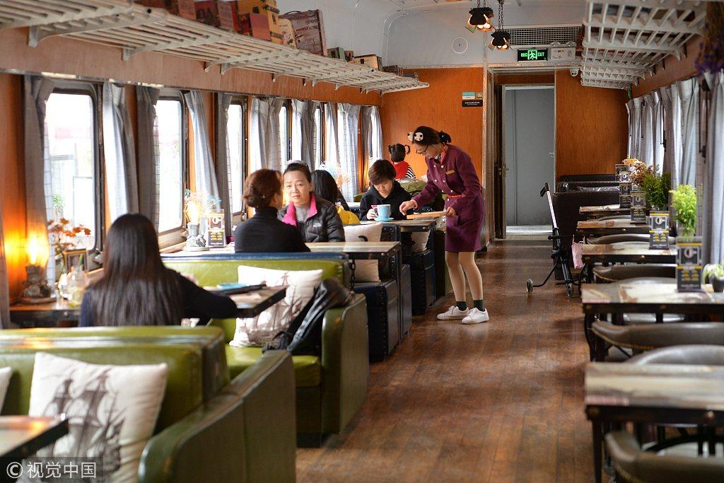 Steam-powered train becomes restaurant in Chengdu