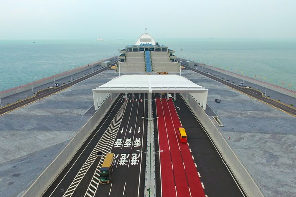 Hong Kong-Zhuhai-Macao bridge gets off to good start, ministry says