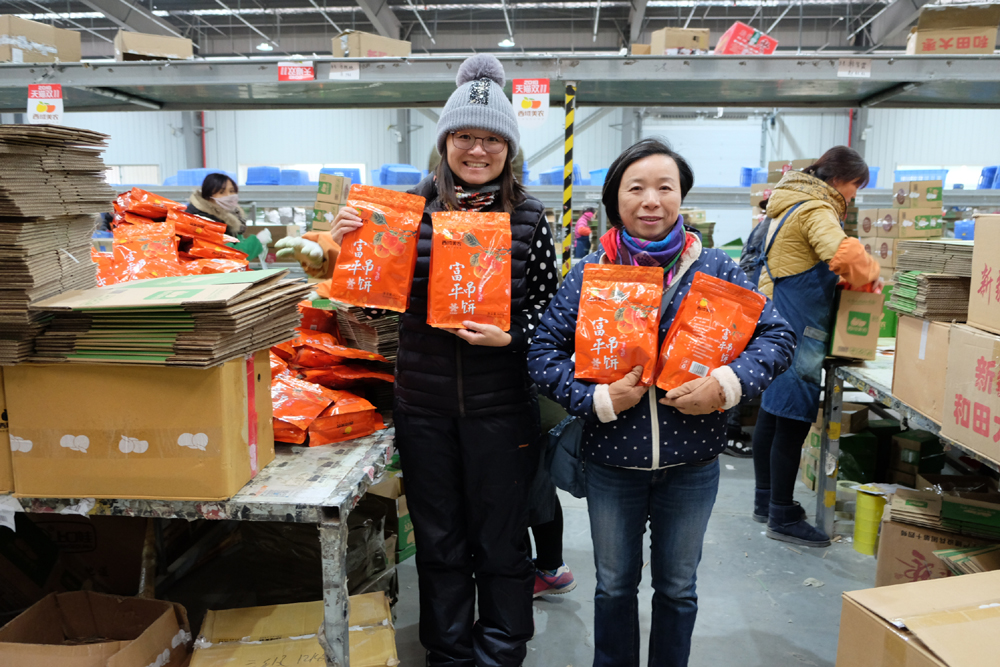 The 50 billionth parcel delivered in China this year is from an e-commerce seller at an industrial park in Wugong County, Shaanxi Province, to a university student in Beijing. [Photo: IC]