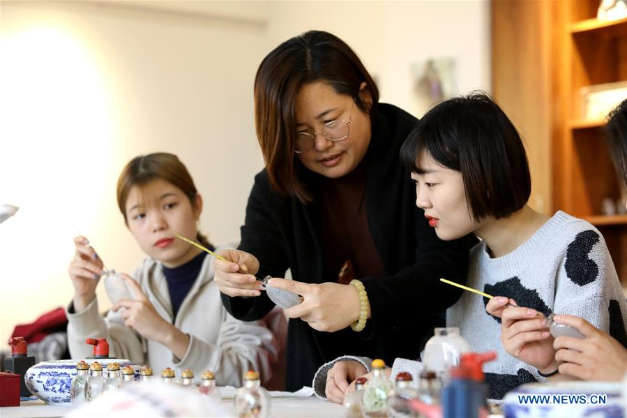 College in N China takes intangible cultural heritages into school courses