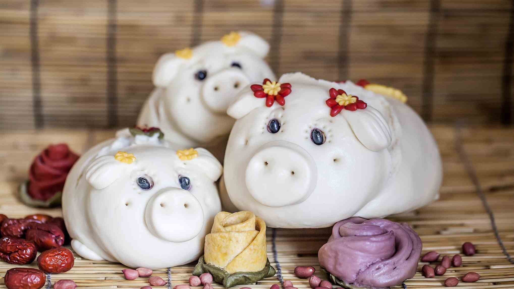 Piggy steamed buns add color to Chinese New Year