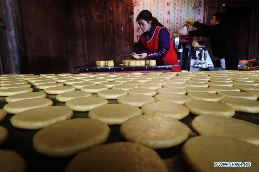 Villagers make ciba in Chongqing, SW China