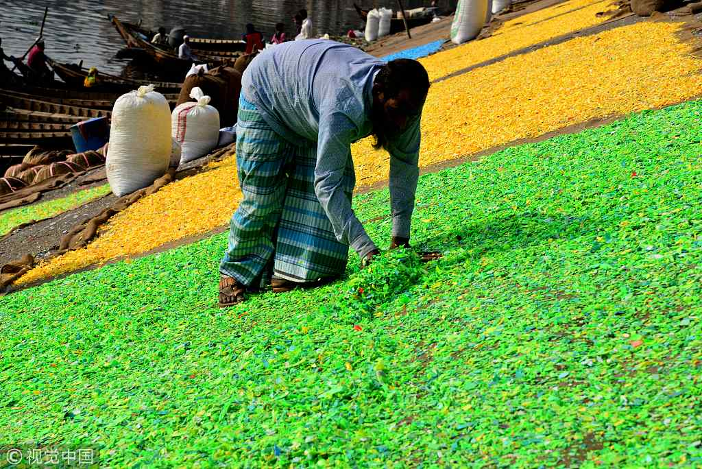Bangladeshi workers recycle plastic chips