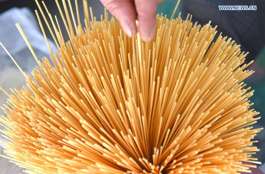 Villagers dry sweet potato vermicelli across China