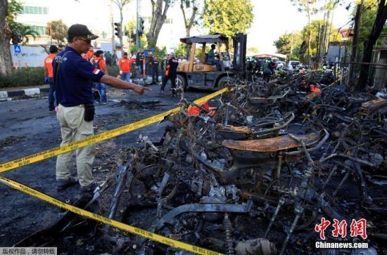 印度尼西亚东爪哇泗水3座教堂13日上午接连遭自杀炸弹攻击,造成11人死亡、40多人受伤。