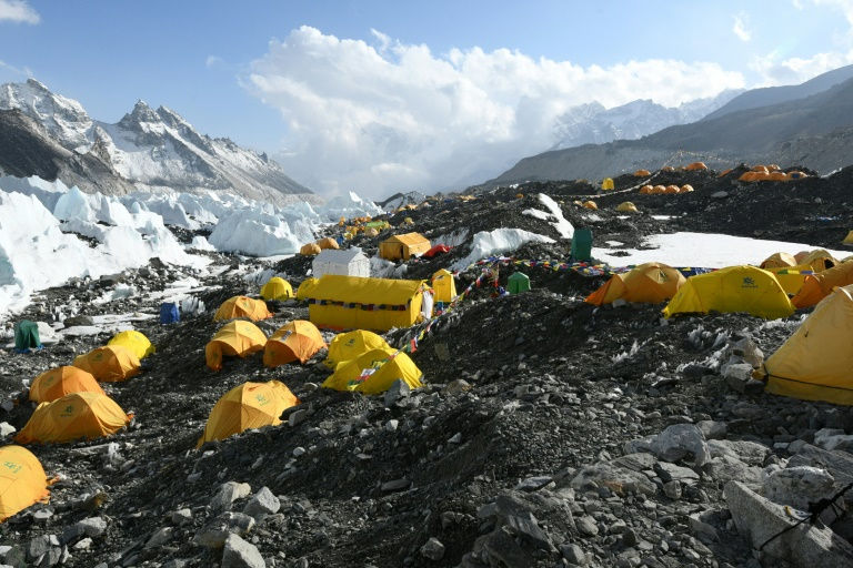 As price comes down, risk goes up for Everest 'trophy hunters'