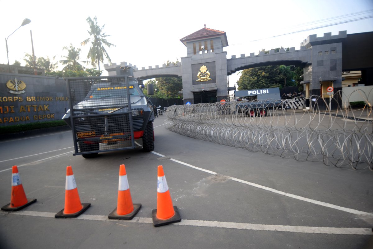 All terrorist inmates surrender after police strike in Indonesia's jail