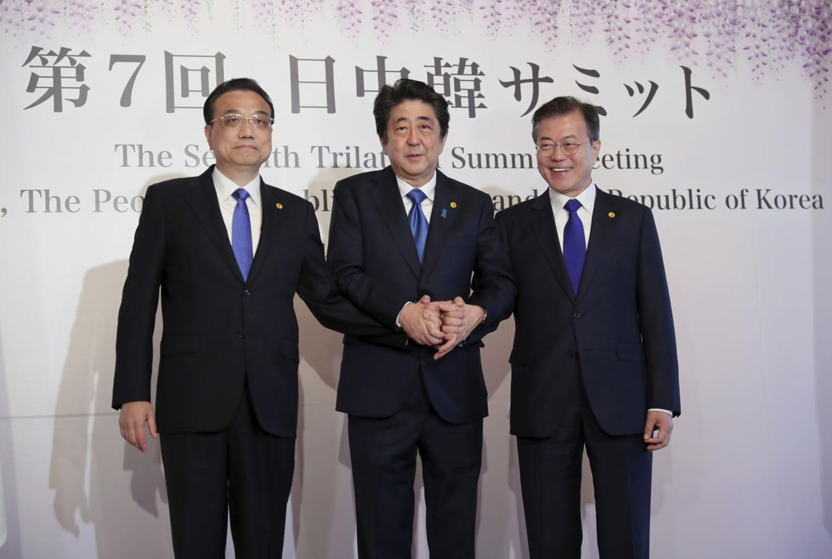 Chinese premier calls on China, Japan, S. Korea to safeguard free trade, expand cooperation