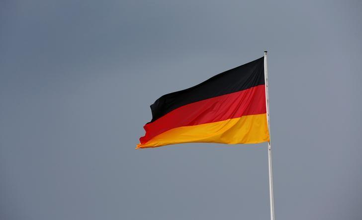 Germany to review over 4,000 political asylum decisions