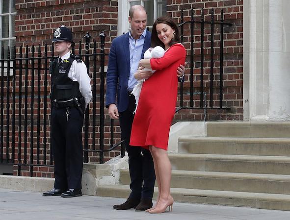 Duke & Duchess show their new born.jpg
