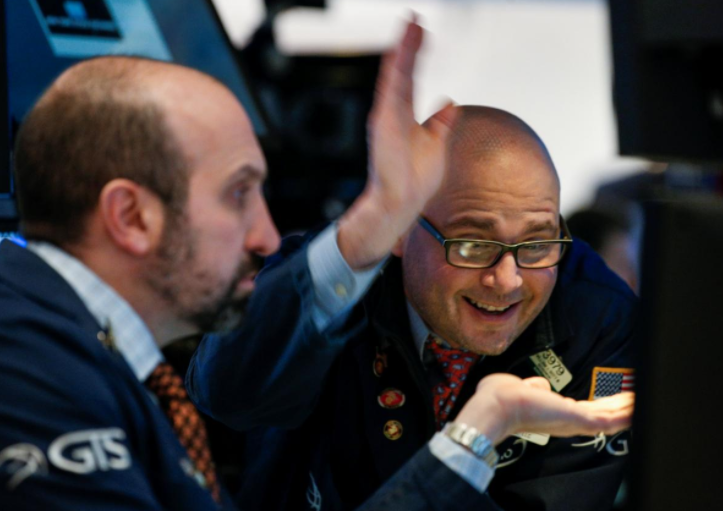 Wall Street rises as Syria fears ease; healthcare stocks jump