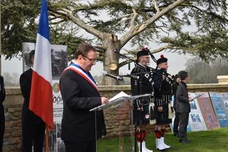 墓园所在地Noyelles-sur-Mer小镇镇长发表讲话.jpeg