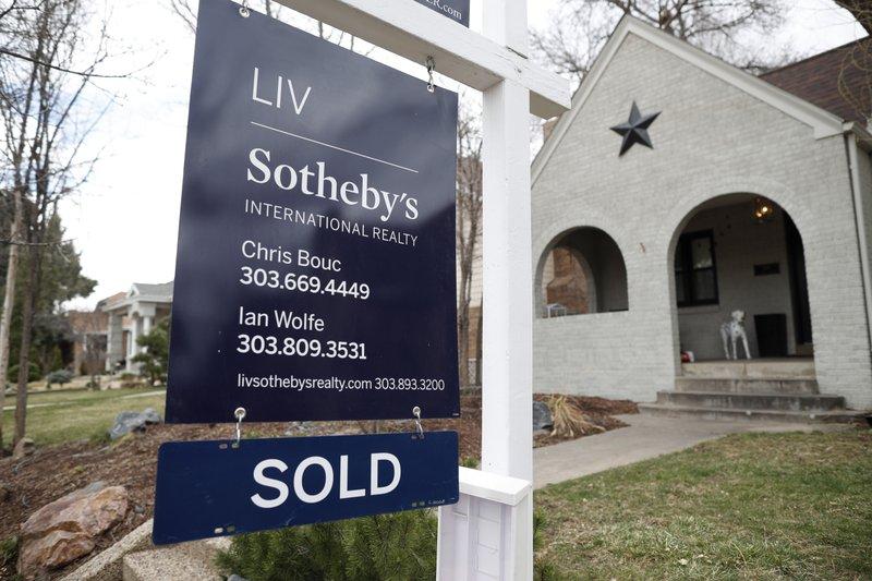 Long-term US mortgage rates fall; 30-year at 4.40 percent