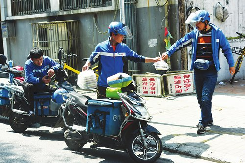 Foreigners in Shanghai fond of city's food delivery industry