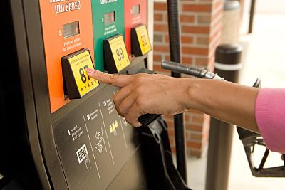 China suspends oil price adjustment