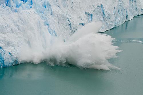 800px-Perito_Moreno_Glacier_ice_fall_副本.jpg