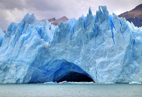 800px-153_-_Glacier_Perito_Moreno_-_Grotte_glaciaire_-_Janvier_2010_副本.jpg