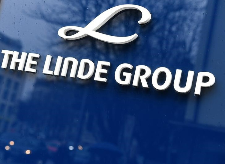 Linde, Praxair expect bids for planned divestitures this month