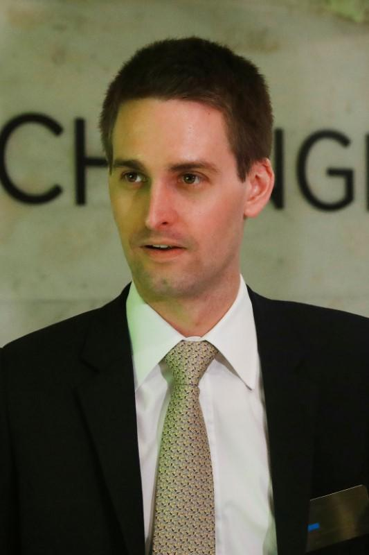 """Snap chief earns $638 million in 2017, third-highest CEO payout ever""的图片搜索结果"
