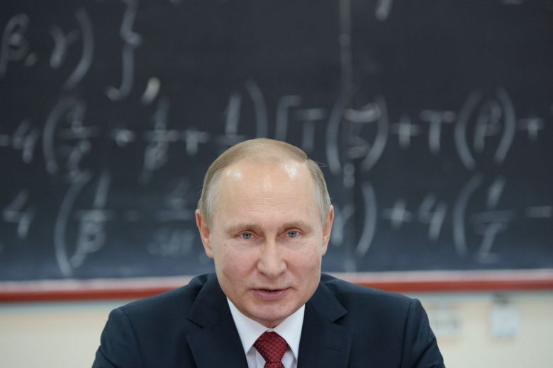 Vladimir Putin admits he does not have a smartphone