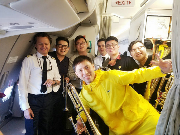Chinese musicians delight flight passengers with New Year tune