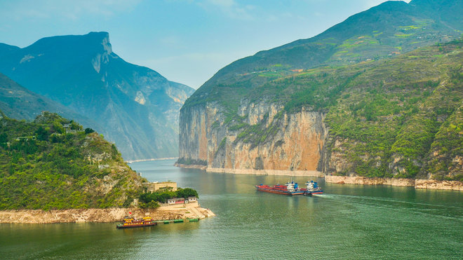 Yangtze port expansion serves regional economic development