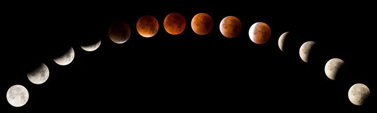 gallery-1514474947-super-blood-moon-paris.jpg