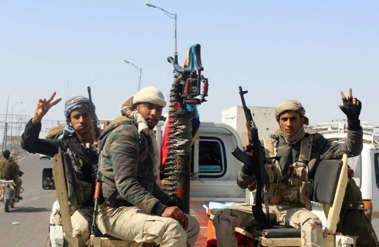 Yemen separatists seize de facto capital as charity suspends work
