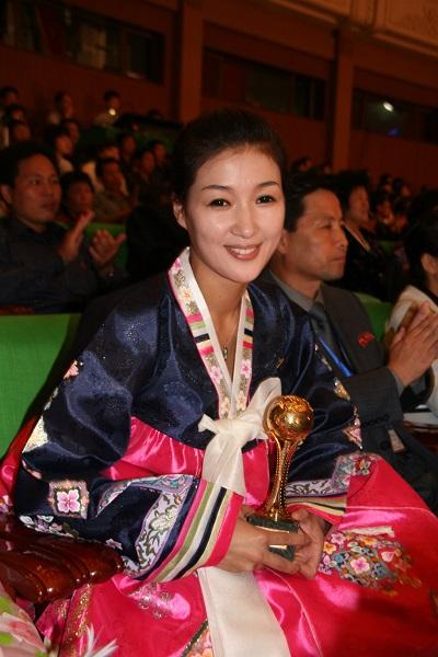 朝鲜女演员 程维丹摄.jpg