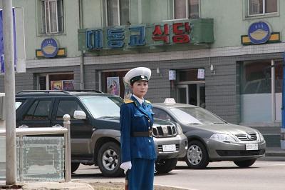 朝鲜平壤女交警 程维丹摄.jpg