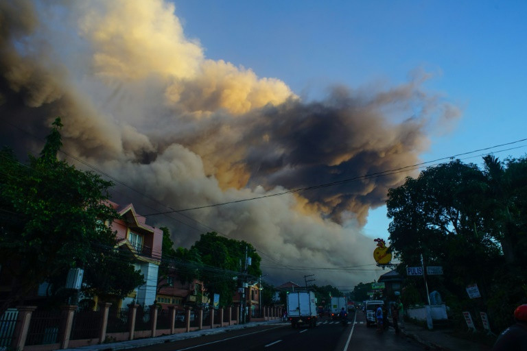 Thousands more flee erupting Philippine volcano