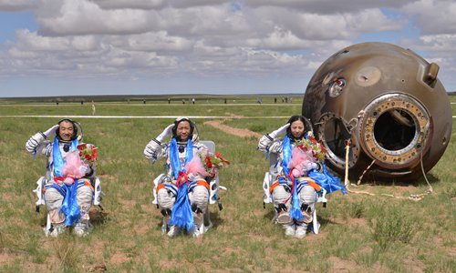 Members of China' s space program continue to push themselves to limit