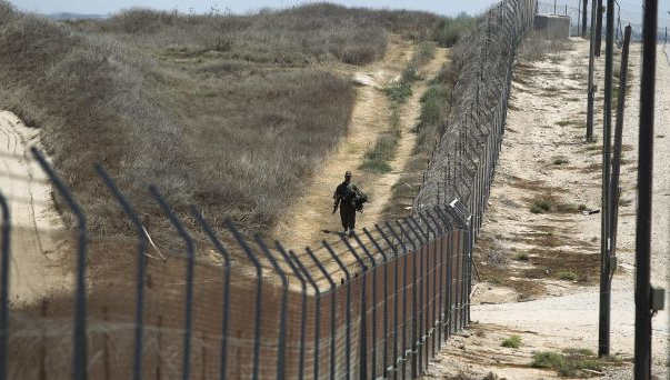 Lebanon to confront Israel's plans of wall on border