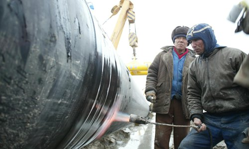 Kazak and Chinese guard the 10,000-km Central Asia-China gas pipeline