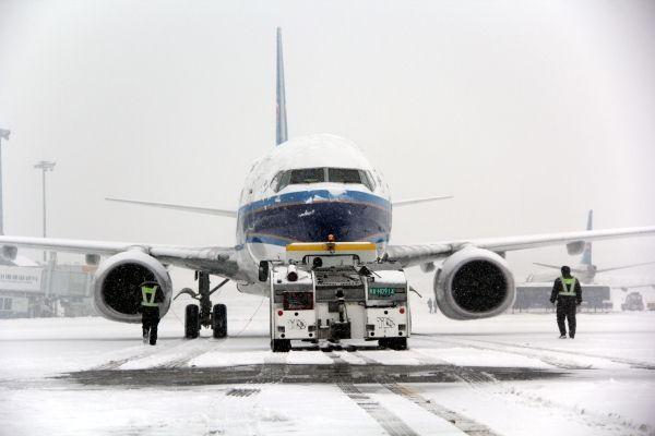 Snowstorm forces closure of Xinjiang airport